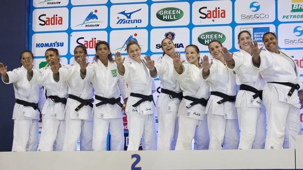 2f0ef180b83 Show das Poderosas  embala dança das meninas após Mundial histórico ...