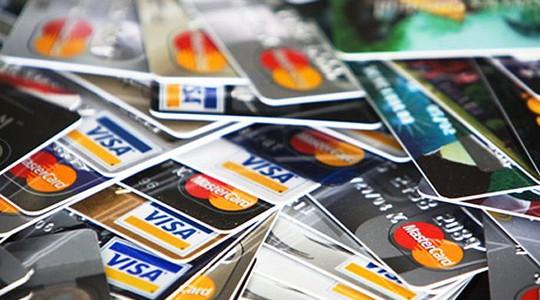 Juros do cartão de crédito chegam a 431% ao ano