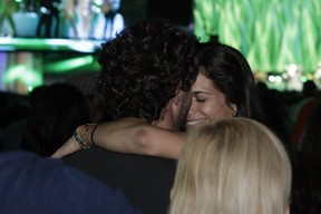 Flávio Canto e namorada (Foto: Isac Luz / EGO)