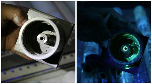 No ensaio não-destrutivo é possível verificar pequenas fissuras com luz especial (Foto: Rodrigo Zanette/G1)