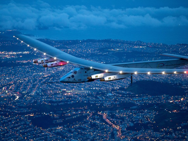 Solar Impulse 2 sobrevoa São Francisco (Foto: AP Photo/Noah Berger)
