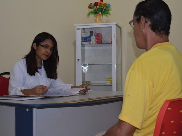Paciente recebe atendimento psicológico (Foto: Kedma Araújo/G1)