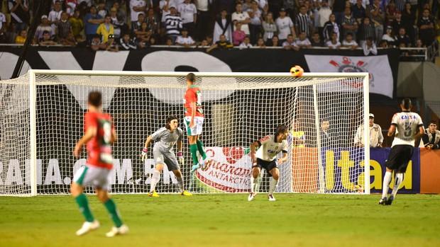 Corinthians e Portuguesa (Foto: Marcos Ribolli)