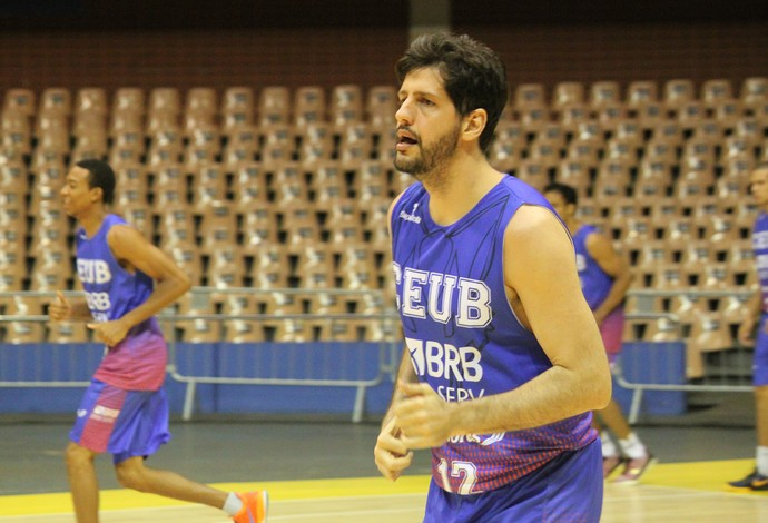Guilherme Giovannoni treino Brasília NBB (Foto: Fabricio Marques)