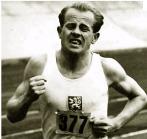 O lendário Emil Zatopek, campeão da São Silvestre em 1952 (Foto: Arquivo)