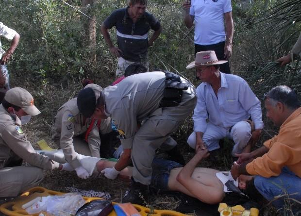 Ademar recebeu os primeiros socorros no meio do mato, em Goiás (Foto: Claudemir Ratinho/ Arquivo Pessoal)