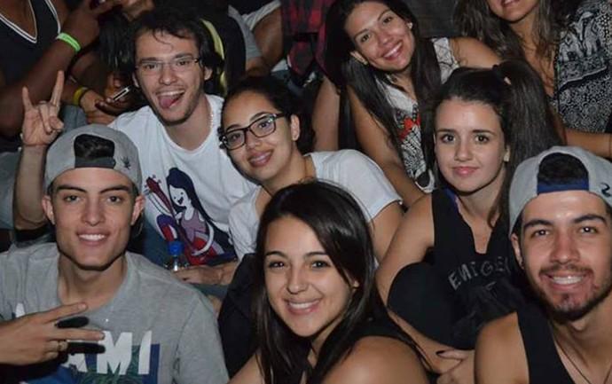 Fernando e Luana curtem show no João Rock com turma de amigos da excursão (Foto: Arquivo pessoal)