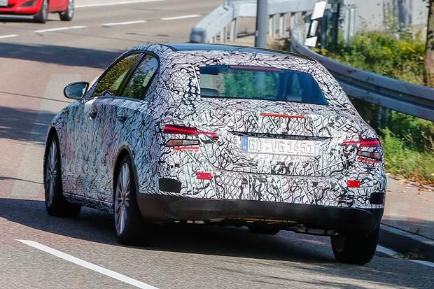 Novo Mercedes Classe A é flagrado na Alemanha (Foto: Automedia)