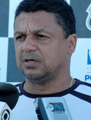Luís Carlos Mendes, técnico da Queimadense (Foto: Leonardo Silva / Jornal da Paraíba)