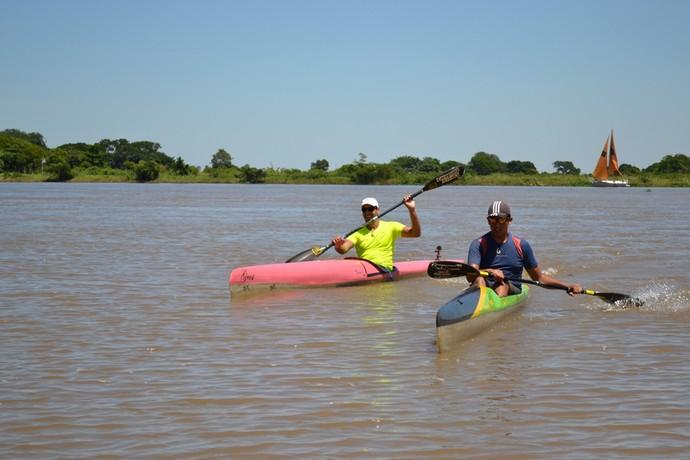 José Antônio e o filho João Pedro: pai e filho lutando pelo 5º lugar da categoria K1 (Foto: Hélder Rafael)