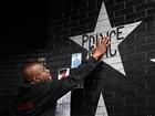 Fãs homenageiam Prince em clube onde 'Purple Rain' foi filmado