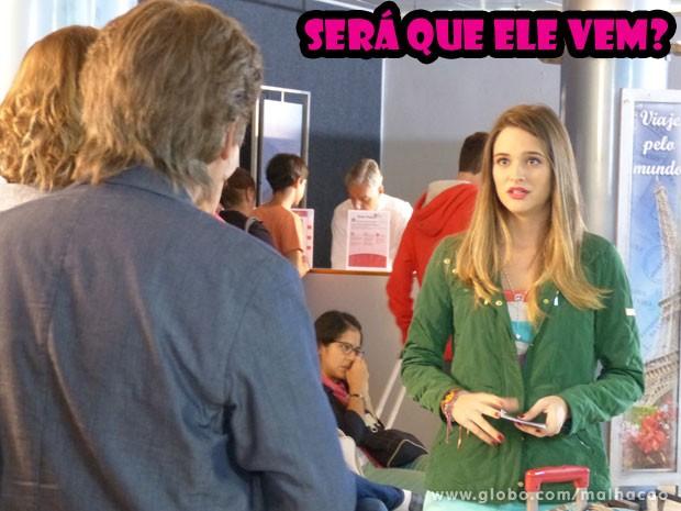 Fatinha tenta de todas as maneiras atrasar o embarque. Tadinha dela, né gtn? Tá esperando o Bruno.... (Foto: Malhação/ TV Globo)