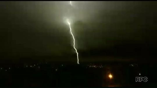 Mais de 20 mil imóveis ficam sem energia após temporal em Umuarama
