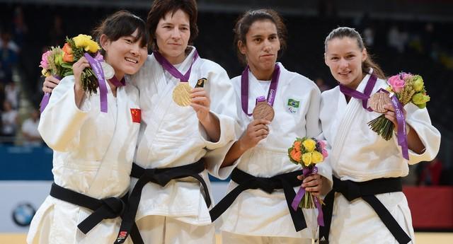 Lijing Wang, da China; Ramona Brussig, da Alemanha; Michele Ferreira, do Brasil; e Nataliya Nikolaychyk, da Ucrânia, nos Jogos Paralímpicos 2012 (Foto: Gareth Copley/Getty Images)