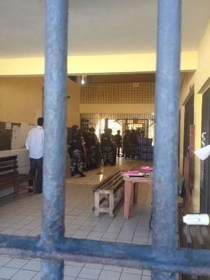 Equipes da Polícia Militar negociam fim da rebelião de 83 detentos no  Presídio Estadual Metropolitano I (PEM I), em Marituba, nesta quarta (5). (Foto: Divulgação/Susipe)
