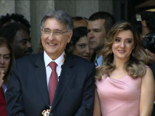 Fernando Pimentel e a mulher (Foto: GloboNews)