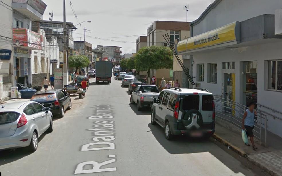 Bandidos tentaram roubar Banco do Brasil da Rua Dantas Barreto, região central de Nazaré da Mata, na Mata Norte de Pernambuco (Foto: Reprodução/Google StreetView)