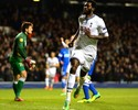 Adebayor faz dois, Tottenham vira sobre o Dnipro e avança às oitavas