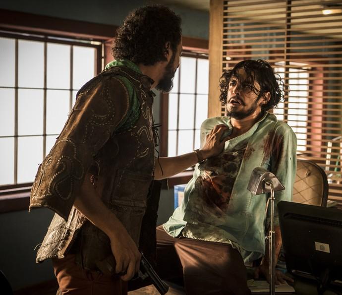 Tomado pelo ódio, Miguel diz a Bento que quer acabar com o Saruê (Foto: Inácio Moraes/ Gshow)