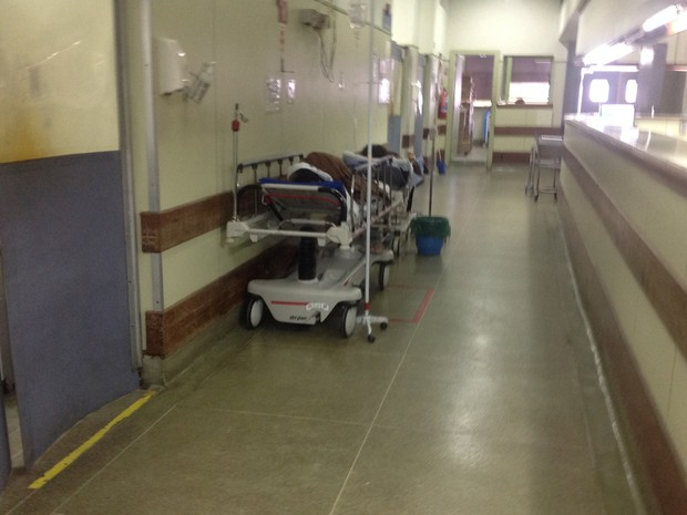 Pacientes no corredor do Hospital Lourenço Jorge (Foto: Cremerj/ Divulgação)