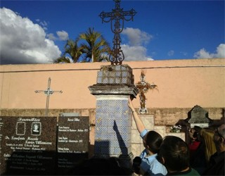 Paraná TV cemitério  (Foto: Samuel Nunes/G1)