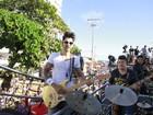 Gusttavo Lima anima carnaval em Salvador e exibe aliança
