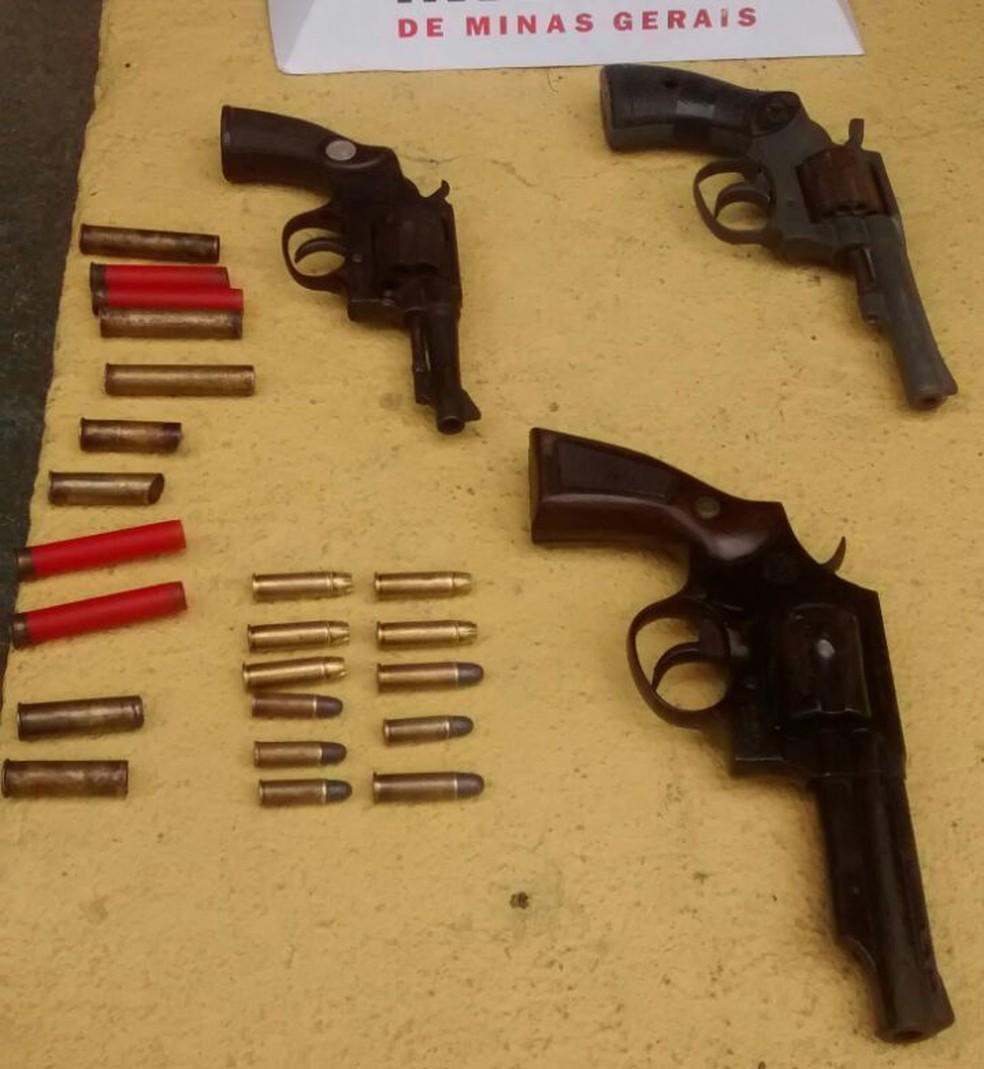 PM apreendeu armas e munições (Foto: Polícia Militar/ Divulgação)