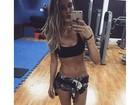 Ex-BBB Flávia Viana ostenta barriga sequinha após treino na academia