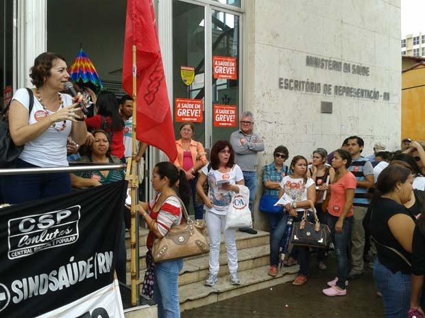 Ato público em frente à Sesap marcou início da greve (Foto: Divulgação/Assessoria Sindsaúde)