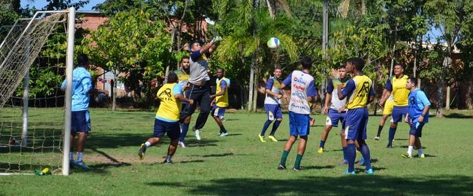 Recreativo do Rondoniense antes da partida contra Real (Foto: Emanuele Madeira/GloboEsporte.com)