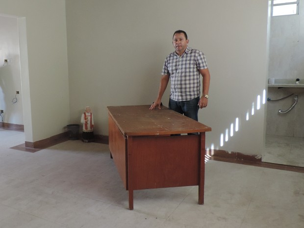 Prefeito encontrou gabinete sem móveis em Inajá, Sertão de PE (Foto: Robson Cordeiro/Assessoria da Prefeitura de Inajá)