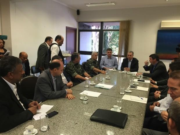 Pedido de atuação do Exército foi discutido em reunião na governadoria (Foto: Gabriela Pavão/ G1 MS)