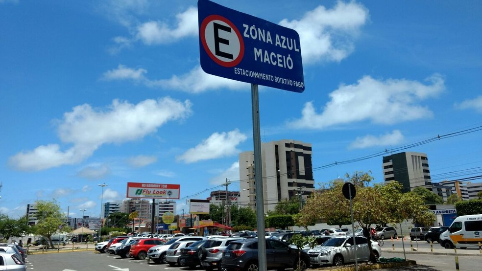 Zona Azul de Maceió funciona nos estacionamentos do Harmony e Le Monde (Foto: Derek Gustavo/G1)