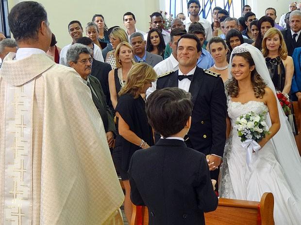 É só um sonho! Mas Théo já se vê com Morena no altar (Foto: Salve Jorge/TV Globo)