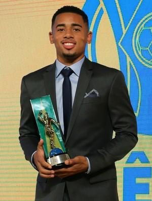 Gabriel Jesus premiação craque Brasileirão (Foto: Ricardo Stuckert/CBF)