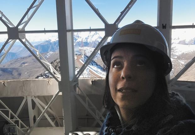 Karleyne desenvolve seu pós-doutorado no Observatório Gemini Sul (Foto: Divulgação)