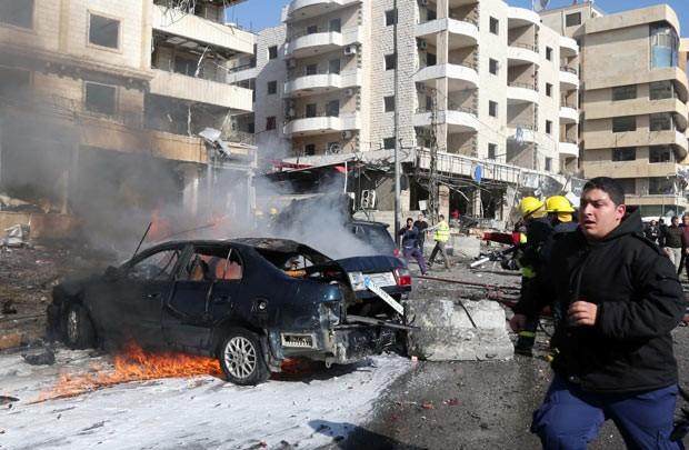 Equipes de emergência trabalham logo após explosão nesta quarta-feira (19) em Beirute, capital do Líbano (Foto: AFP)