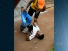 Suspeito de furtar farmácia é rendido e agredido por populares; veja vídeo