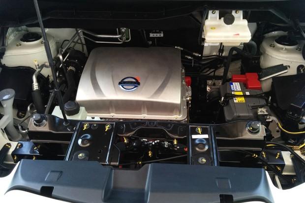 Motor da minivan  e-NV200 E-Bio-Fuel-Cell  (Foto: Alexandre Izo/Autoesporte)
