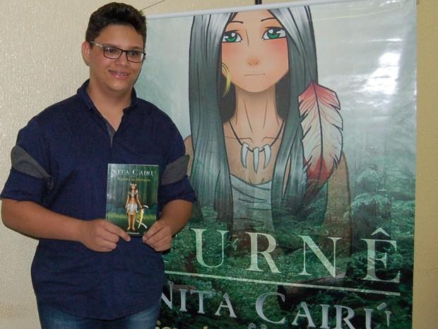 Jovem relata dificuldade em conseguir patrocínio para as obras literárias (Foto: Gabriel Damasceno/Arquivo pessoal)