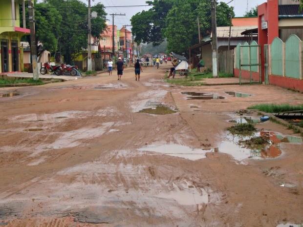 Internauta reclama de situação de rua no município do Bujari (Foto: Marcelo Gomes/VC no G1)