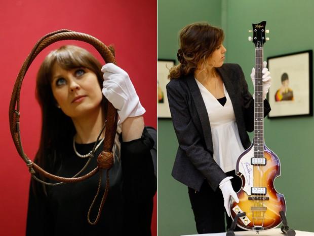Chicote usado nos filmes de Indiana Jones e baixo de Paul McCartney são fotografados na Christie's, em Londres, onde serão leiloados no dia 29 de novembro (Foto: Kirsty Wigglesworth/AP)
