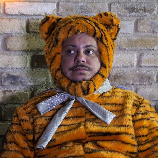 O ator e comediante usará uma série de disfarces para aplicar seus trambiques no filme (Foto: Desiree do Valle)
