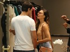 Isis Valverde passeia em shopping com namorado e é tietada por fã mirim
