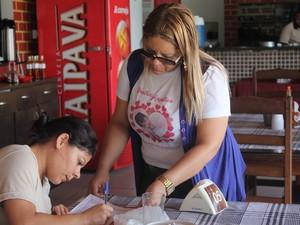 Grupo vai entregar abaixoa-assinado ao governador Paulo Câmara (Foto: Taisa Alencar / G1)