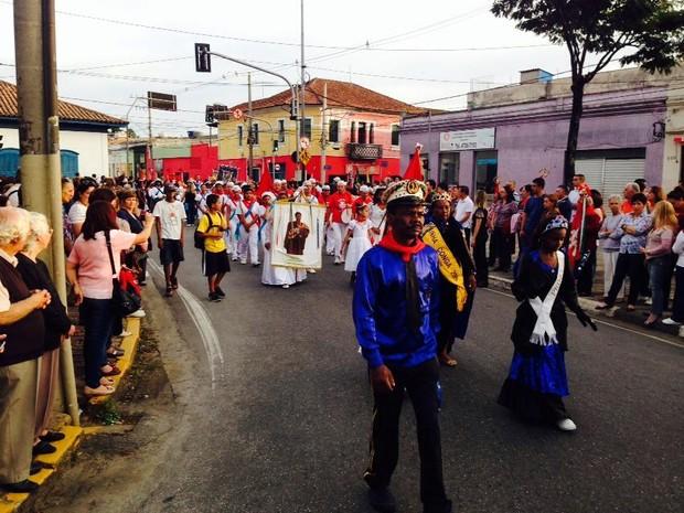 Procissão faz parte do encerramento da Festa do Divno (Foto: Carolina Paes/G1)