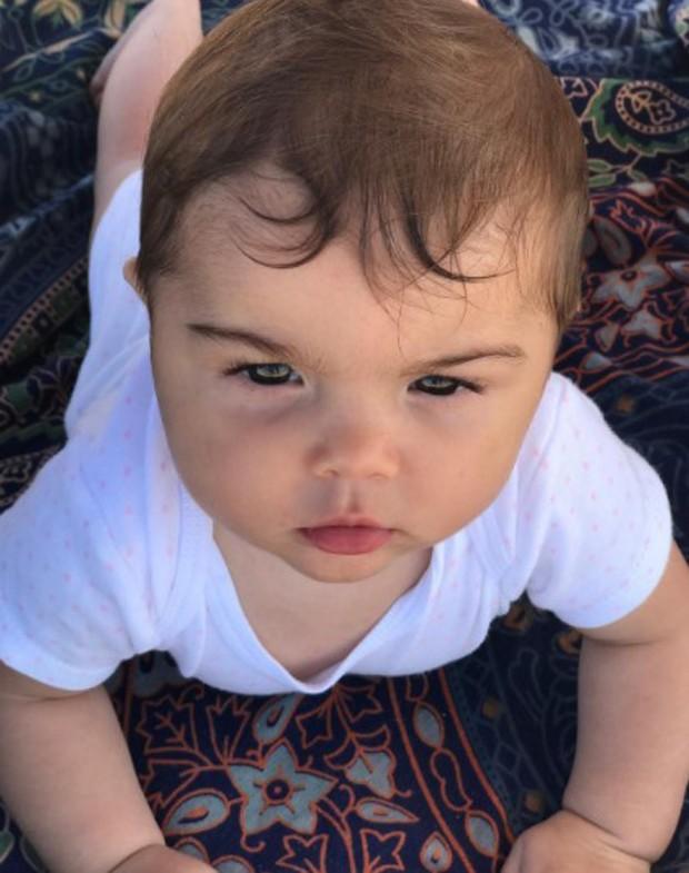 Maria, filha de Felipe Simas e Mariana Uhlmann (Foto: Reprodução/Instagram)