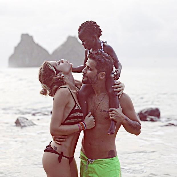 Giovanna Ewbank com Bruno Gagliasso e a filha (Foto: Reprodução/Instagram)