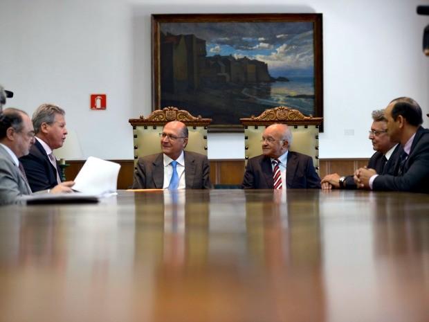 Documento foi assinado em encontro em São Paulo (Foto: Alex Pazuello/Agecom)