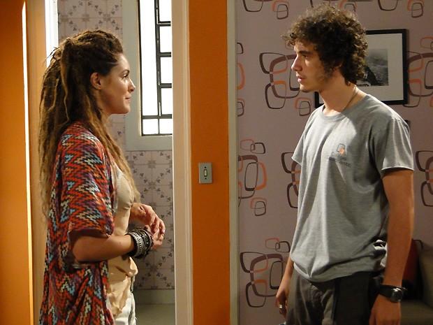 Valentina deixa Dinho doido ao propor que ele vá embora com ela (Foto: Malhação / TV Globo)